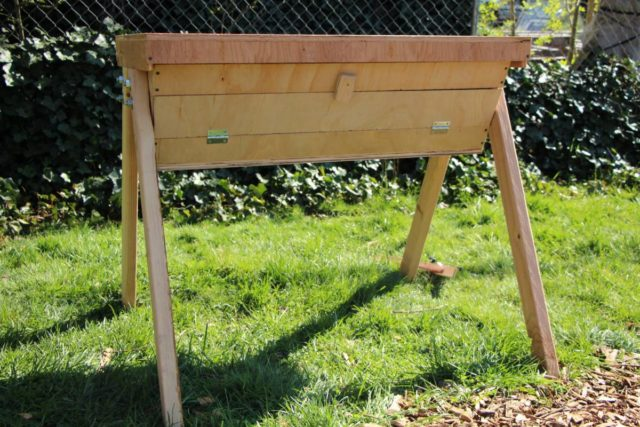 Top Bar Hive with Viewing screen (Optional: with Nuc ...